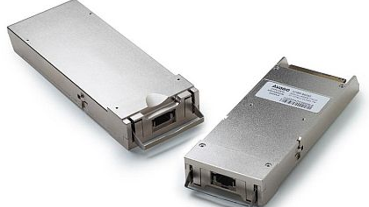 Optical transceiver for high-density 100-gigabit Ethernet and ON uses introduced by Avago