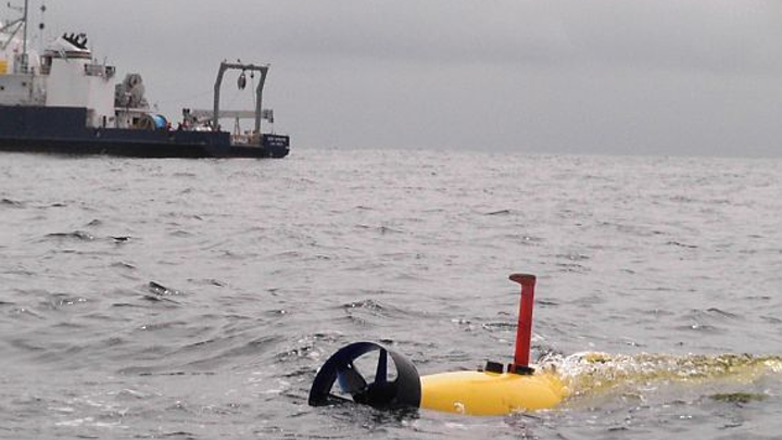 UUV makes new deep dive to locate missing jet