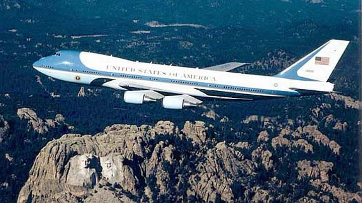 Boeing to extend anticipated life spans of Air Force One aircraft with major avionics upgrades