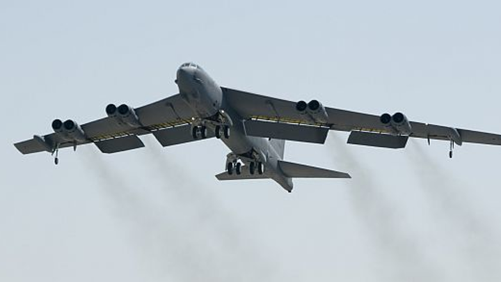 Air Force brings 1950s-vintage B-52 bomber into the network-centric 21st century