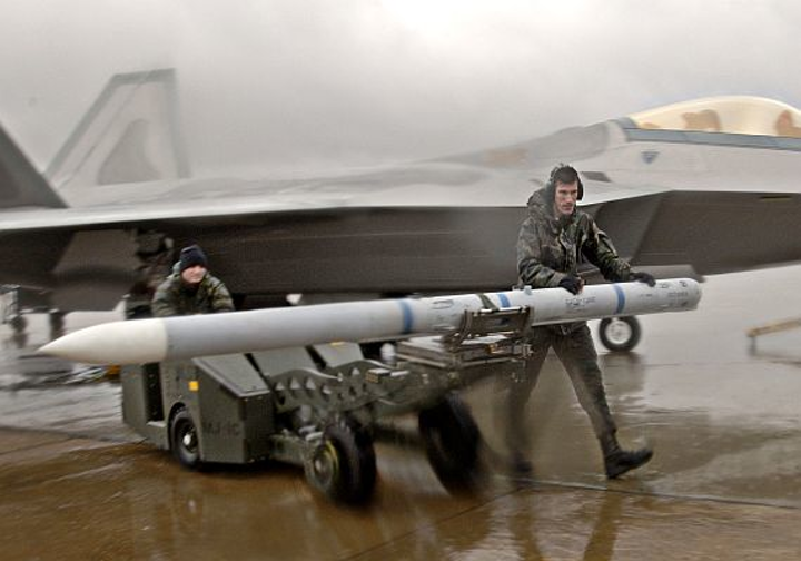 Air Force asks Raytheon to make upgrades to latest production lots of AMRAAM missiles