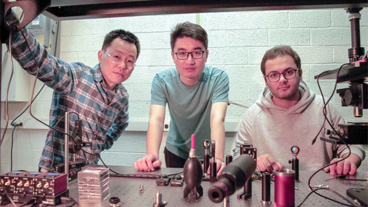 Researchers at the University of Wisconsin-Madison developed a smart glass that recognizes images without external power or circuits.